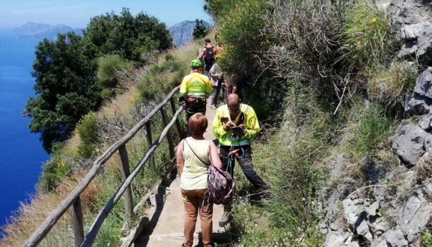 Sentiero degli Dei, il soccorso alpino va in aiuto a una donna che rifiuta le cure