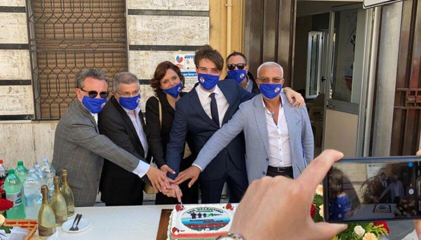 San Valentino Torio verso il voto, il giovane ginecologo Valentino De Vivo lancia la sfida a Michele Strianese