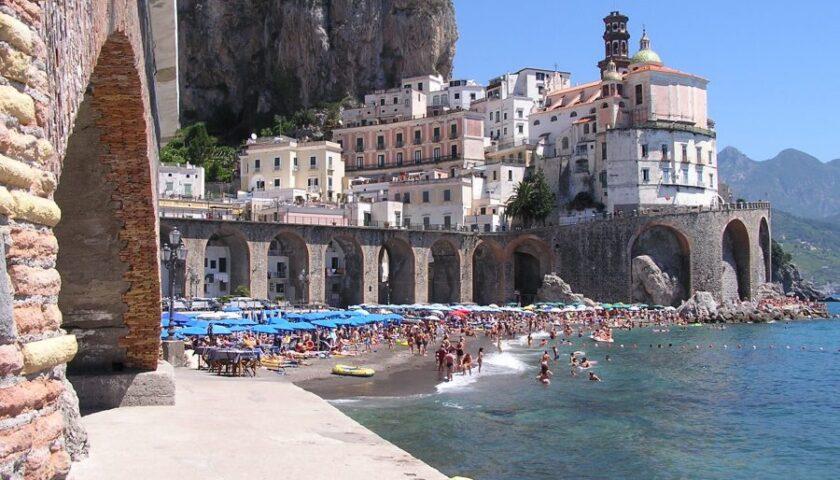 Spiagge libere ad Atrani: varato il piano: accesso gratuito a Levante per i residenti locali, di Tramonti, Agerola e Scala