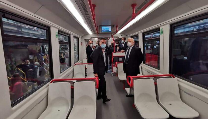 La Regione consegna nuovi treni all'Eav