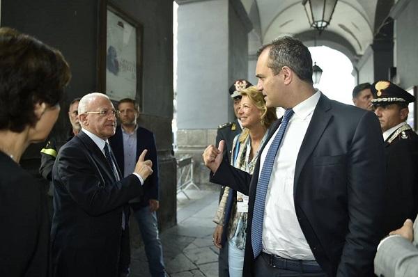 """De Luca a de Magistris: """"Lavoriamo per il bene comune ma non farci perdere tempo"""""""