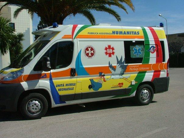 Equipaggio dell'Humanitas aggredito sul lungomare da 5 stranieri