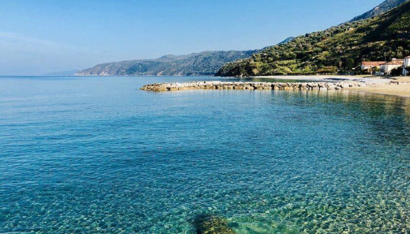 Mare a Salerno e provincia, i dati Arpac di giugno: solo presso la spiaggia delle Sirene ad Amalfi è vietato il bagno