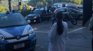 Choc a Pastena, sparatoria tra la gente: ferito un 23enne