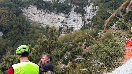 Malore mentre lavora nella sua terra a Maiori: salvato dal soccorso Alpino