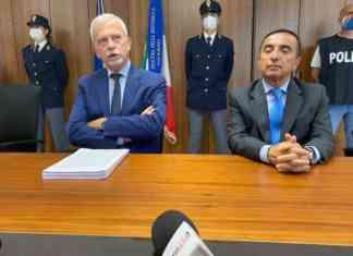 """Blitz anti droga a salerno, il procuratore Borrelli: """"Gruppo pericoloso"""". Iavarone considerato il capo dello spaccio nonostante fosse ai domiciliari"""