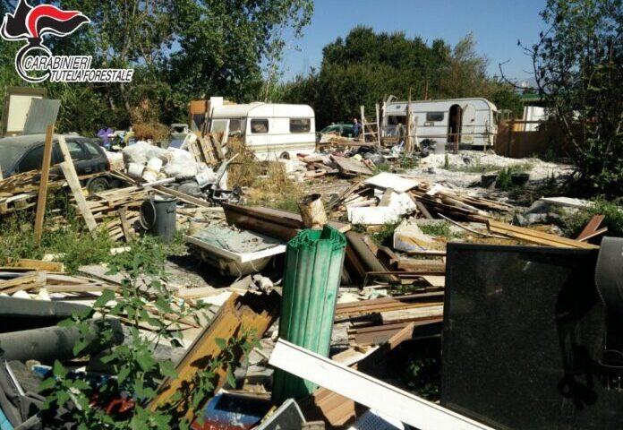 Controlli ambientali, sequestrata una discarica abusiva sul Lago Lucrino a Pontecagnano
