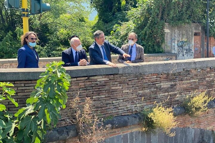 Problema fogne a Nocera Inferiore, De Luca nella città dell'Agro sollecitato dal sindaco