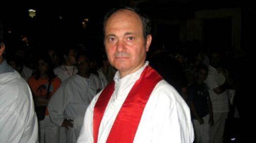 DON MARCO RUSSO DELLA CARITAS SALERNO PREGA PER L'ANIMA DI DON ALFONSO SANTAMARIA