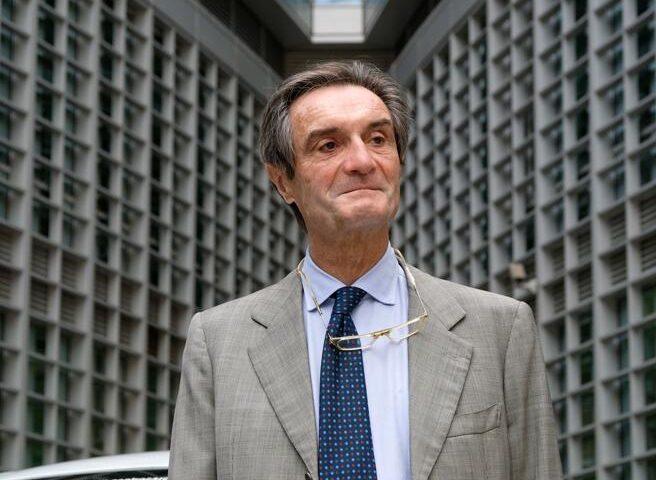 """Inchiesta sulla fornitura camici a Milano, la Procura: """"Siamo partiti da un bonifico (poi bloccato) di Fontana al cognato"""""""