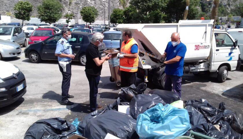 Salerno, cumuli di rifiuti in citta: sindaco al lavoro per individuare i responsabili