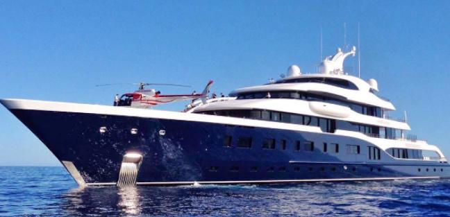 Mega Yacht di 101 metri del proprietario di Louis Vitton nelle acque del Cilento