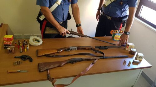 Munizioni, pistola e fucili clandestini: arrestato 55enne a Morigerati
