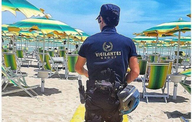 Da stamattina a Salerno fino al 10 settembre vigilantes sulle spiagge libere: un servizio costato alle casse del Comune circa 50mila euro