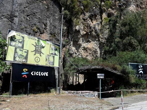"""La grotta della discoteca """"Il Ciclope"""" torna nelle mani del Comune di Camerota"""