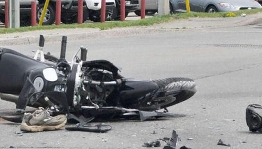 Incidente nel cilento, 52enne finisce in ospedale dopo che a bordo della sua moto si è scontrato con un'auto