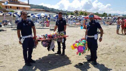Spiagge sicure ad Agropoli, sequestro merce venduta abusivamente sugli arenili