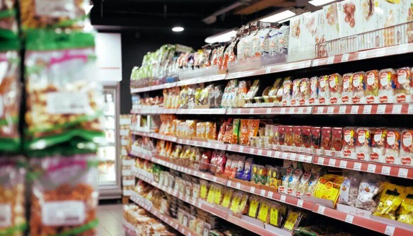 Rubano alcol e formaggi per 850 euro da un supermercato a Isola Liri: prese tre giovani salernitane