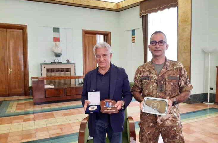 Il sindaco di Salerno riceve il Comandante del XXI Reggimento Guastatori