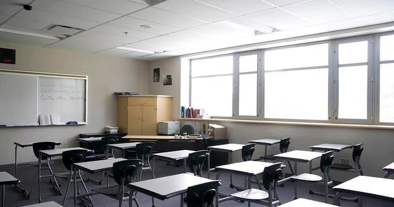 Scuola, mascherina in classe obbligatoria dopo i 6 anni. Il 7 settembre arrivano i nuovi banchi