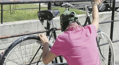 Ladro di biciclette elettriche in trasferta incastrato a Maiori