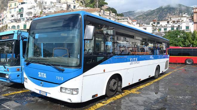 Affollamento ad Amalfi per i bus, i sindacati chiedono l'intervento del prefetto
