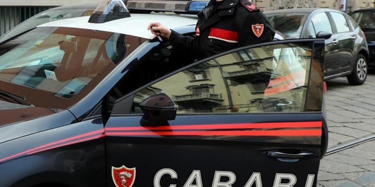 Sequestra e violenta due ucraine, arrestato a Salerno romeno di 36 anni