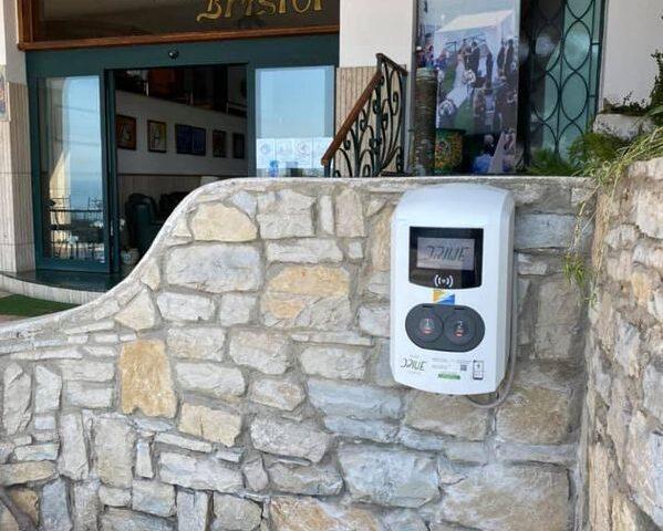 Vietri sul Mare, all'hotel Bristol colonnina elettrica per rifornimento auto: il servizio coprirà tutta la costa Amalfitana