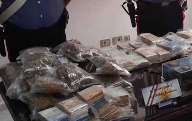 Droga nel garage, arrestato a Baronissi un 50enne di Salerno: aveva anche 300mila euro in contanti