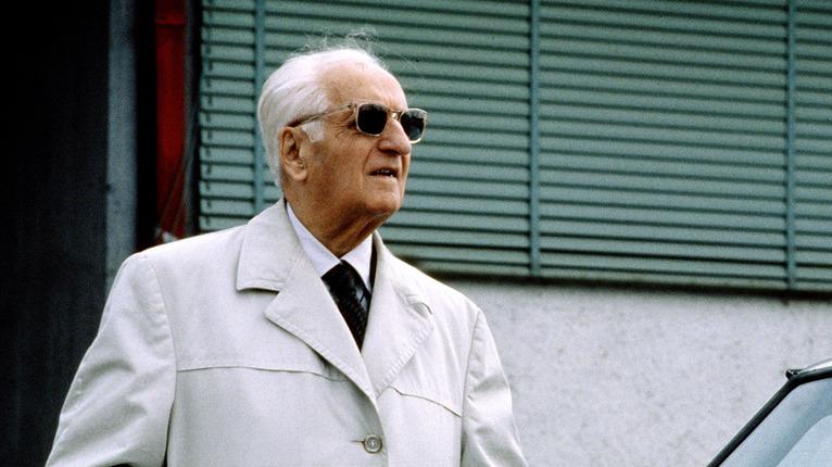 """Accadde oggi: il 14 agosto del 1988 se va il """"Drake"""" Enzo Ferrari, la storia dell'automobilismo italiano e mondiale"""