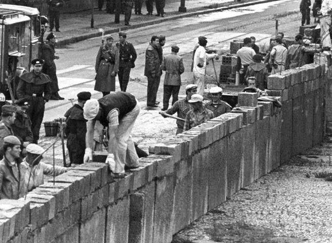 Accadde oggi: il 13 giugno del 1961 inizia la costruzione del Muro della Vergogna, resterà a Berlino per 28 anni