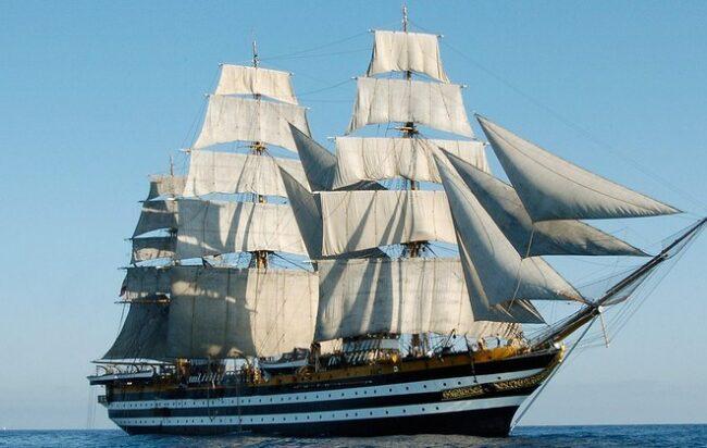 A Capo Palinuro arriva la nave scuola Amerigo Vespucci