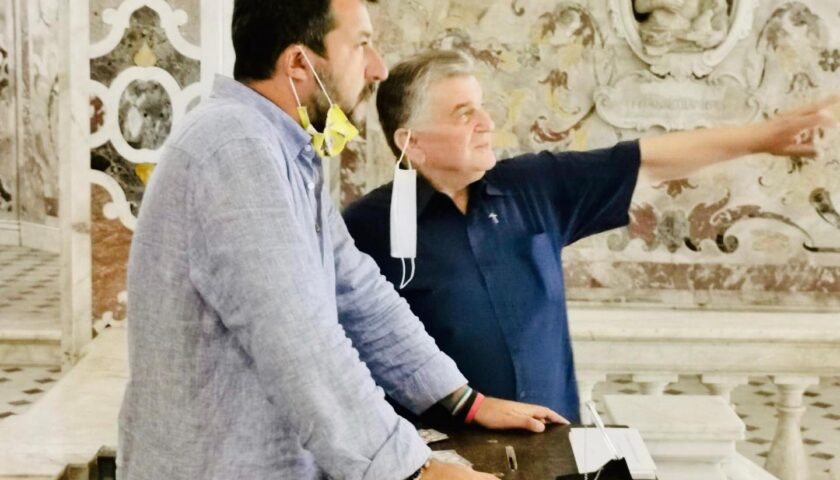 """Salvini a Salerno sulla tomba di San Matteo: """"Sono nella mia cattedrale"""""""