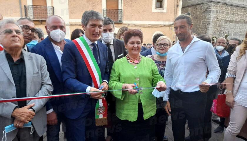 Anche il ministro Bellanova al taglio del nastro dell'aula consiliare a Sassano