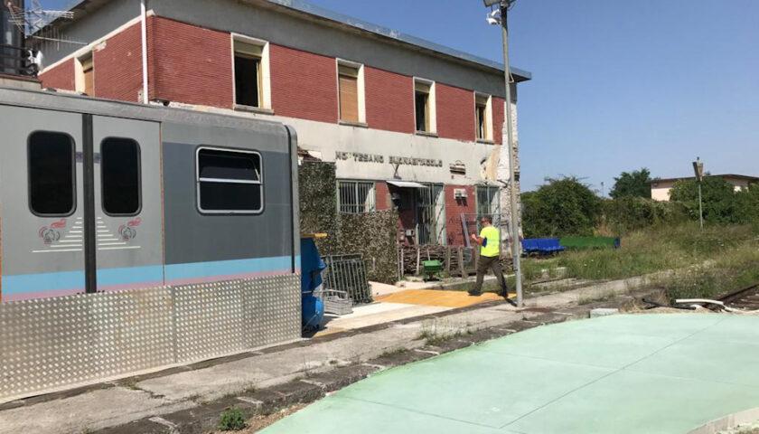 Cementati i binari della stazione ferroviaria a Montesano sulla Marcellana
