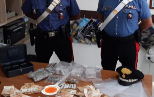 In casa con quasi 4 chili di droga, arrestata spacciatrice di 27 anni in via dei Greci a Fratte