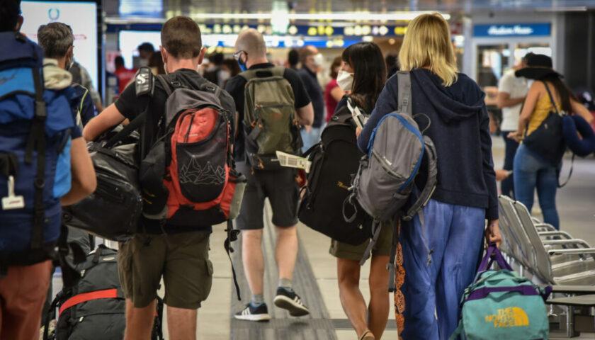 Emergenza coronavirus: la Farnesina sconsiglia i viaggi all'estero