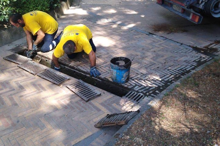 Manutenzione tombini e canali di scolo in Villa Comunale ad Angri