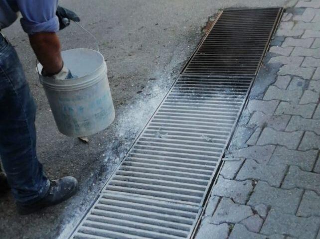 Giffoni, iniziata la pulizia delle caditoie e delle griglie stradali