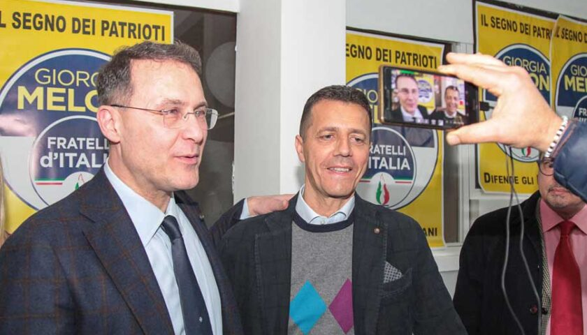 """Fratelli d'Italia in spiaggia per tutelare l'ambiente con la campagna """"Lascia una buona impronta"""""""