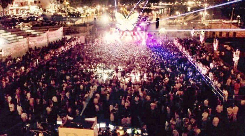 Maiori, cantante invita a ballare e i carabinieri sospendono lo spettacolo al Porto