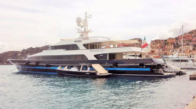 A Palinuro arriva anche il T.M. One, il mega Yacht dello stilista Valentino