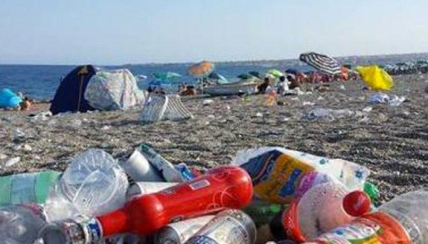 """Spiagge sporche a Salerno, la Lega: """"Le amministrazioni del Pd ignorano come il mare possa essere una risorsa"""""""
