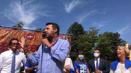 """Disordini a Napoli, Salvini se la prende con il Governo: """"Finora ha giocato con i monopattini e i banchi a rotelle"""""""