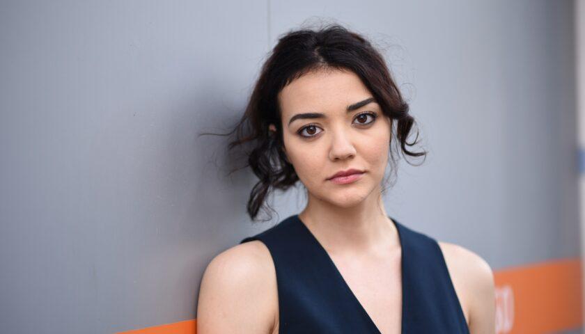 """L' Amministrazione di Nocera Inferiore incontra la giovane attrice Giulia De Luca, interprete  del film """"Lacci""""di Daniele Luchetti."""
