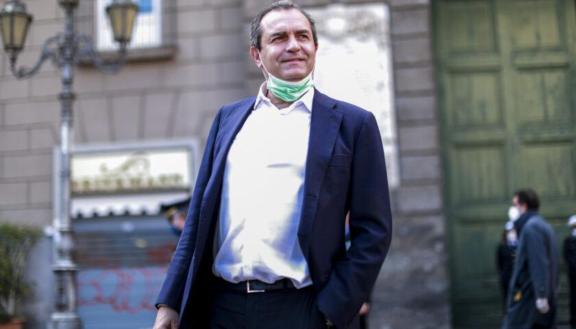 """De Magistris: """"Un'esagerazione di De Luca le mascherine anche all'aperto"""""""