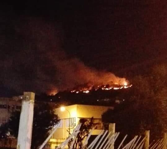 Incendio a Salerno, chiusa via Panoramica