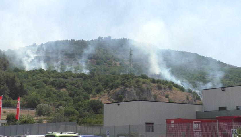 Roghi a Sarno, nei guai un agricoltore accusato di incendio colposo
