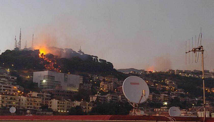 Incendio colle Bellaria, la strada Panoramica resta chiusa a scopo precauzionale