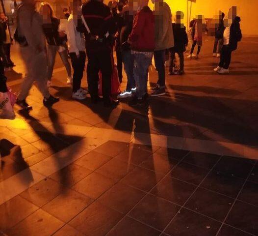 FUOCHI IN PIAZZA DEL CORSO PER UN COMPLEANNO, IL SINDACO DI NOCERA INFERIORE ALLERTA I CARABINIERI